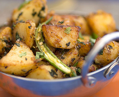 Potatoes Cooked in Mint and Tamarind recipes-img