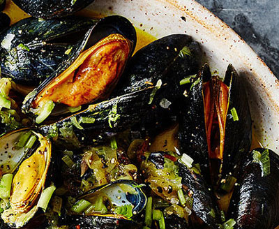 Mussels with Green Mango and Coconut Milk recipes-img
